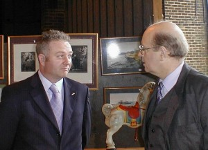 Auctioneer Andrew Paine chats with programme expert Colin Young