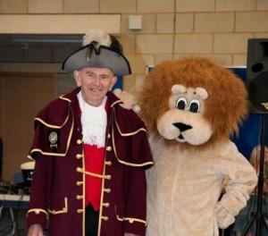 Hailsham's Town Crier wit Rye's Leo the Lion
