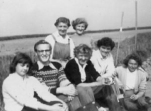 Phyllis Leadbetter, Ethel Skinner, Yvonne Bourne, Billy Fannon,