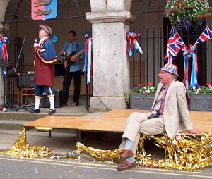 Towards the end of a very long Jubilee Day. Mayor Peter Dyce and  Town Crier, Rex Swain