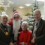 The Mayor of Winchelsea John Dunk with Father Christmas, Wyn